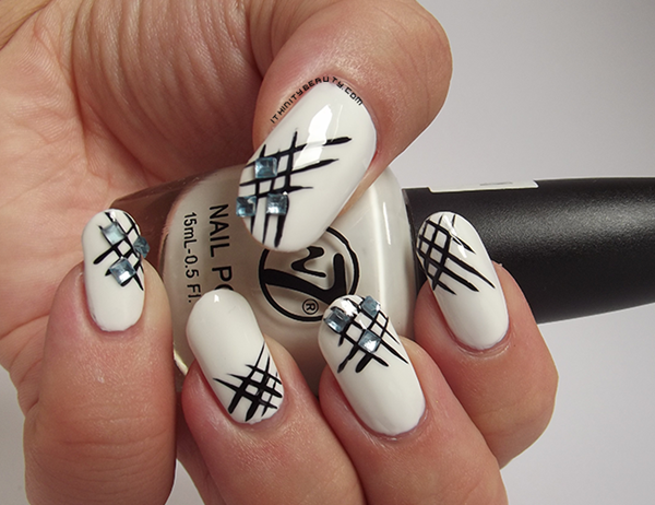 Most Attractive black and white nail art designs (1)