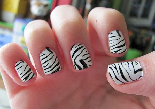 Most Attractive black and white nail art designs (74)