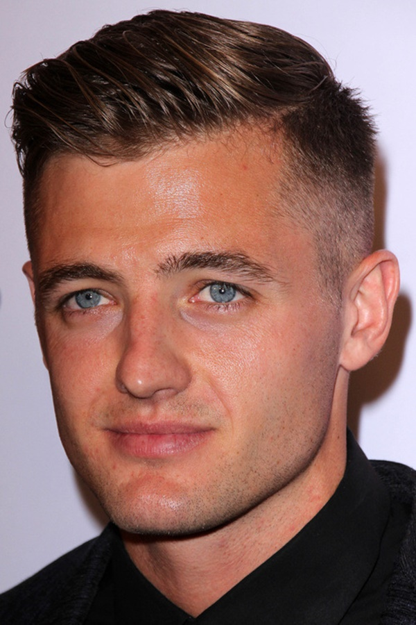 side swept hairstyle for men (13)