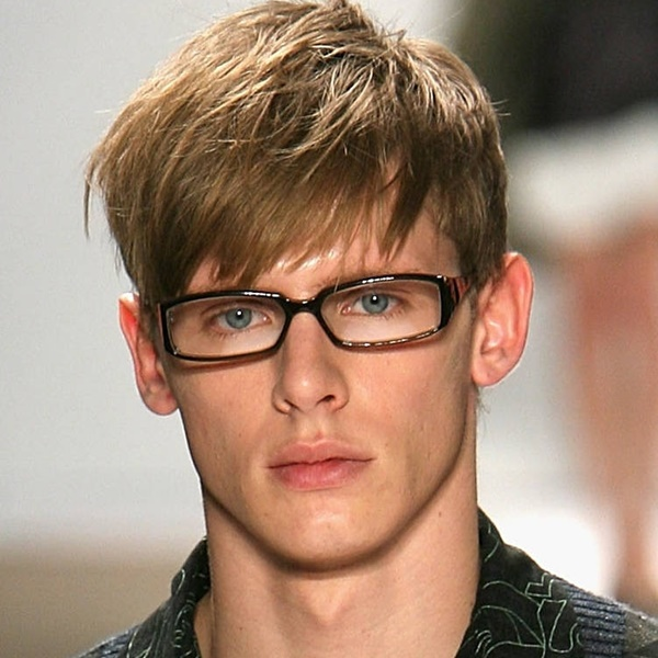 side swept hairstyle for men (26)